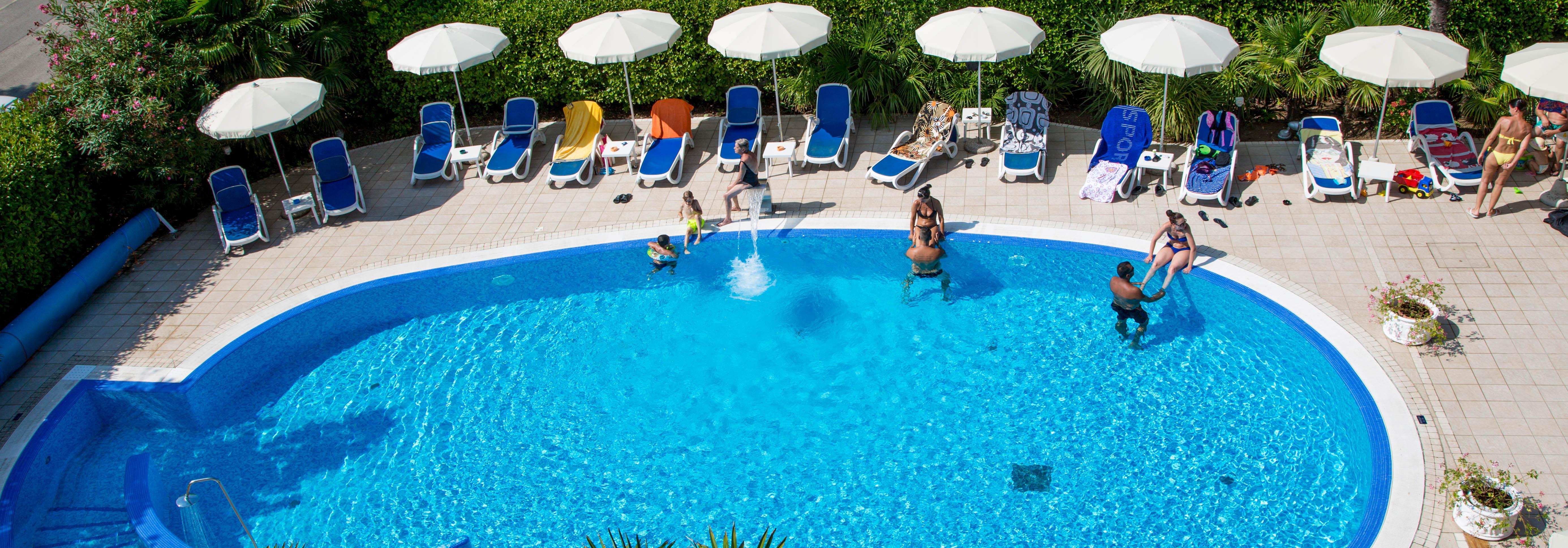 Hotel 4 stelle jesolo con piscina hotel helios jesolo - Hotel cervia 4 stelle con piscina ...